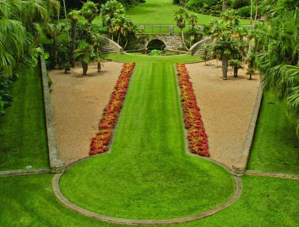 manicured grass at the Miami Fairchild Tropical Botanic Garden wedding venue