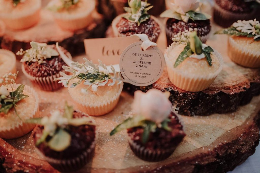 cupcakes wedding desert table idea