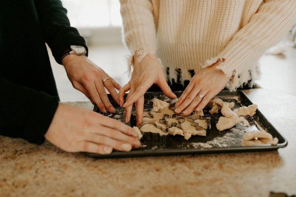 baking party christmas proposal idea