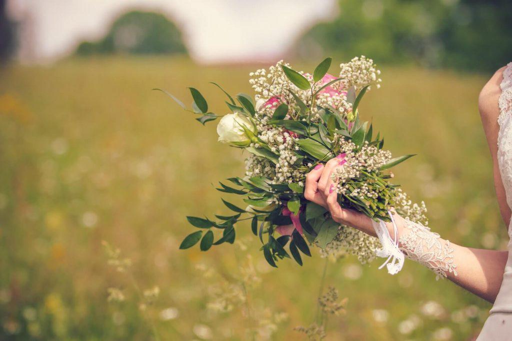 breakaway bouquet wedding bouquet toss