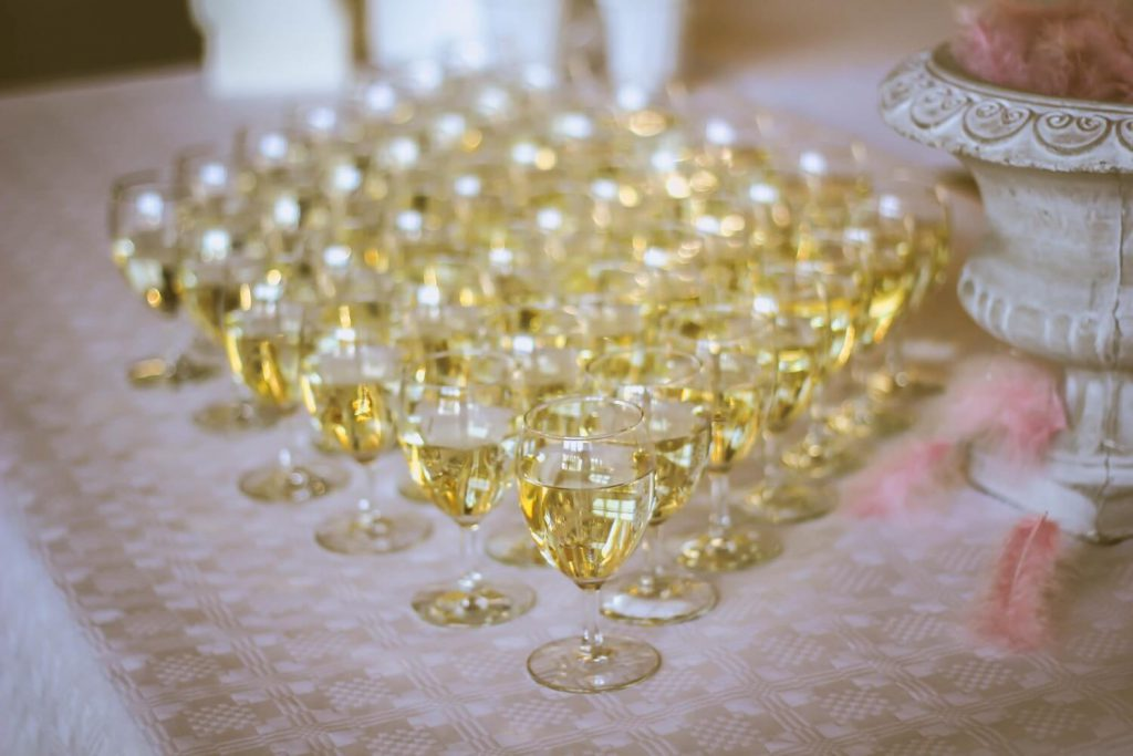budgeting for alcohol how much does wedding catering cost