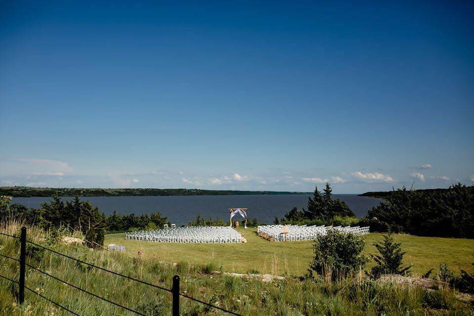 blue vista outdoor wedding venue kansas city
