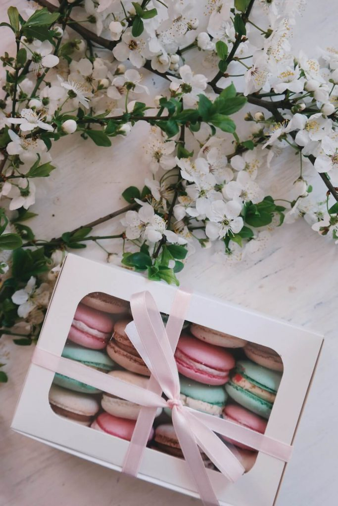 Macarons with Flowers