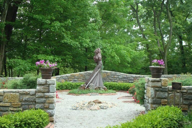pyramid hill sculpture park & museum outdoor wedding venues cincinnati